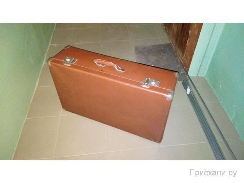 Ретро чемодан 1960 годов для реквизита или фотосессии