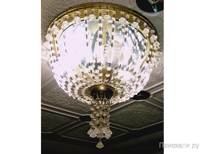 Люстра с тремя лампами